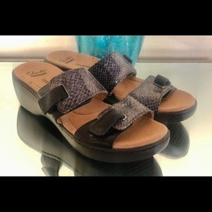 Clarks Collection Soft Cushioned Wed Sandals SZ8.5